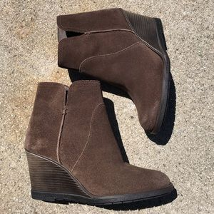 Kenneth Cole Reaction Dot-Ation Wedge Booties